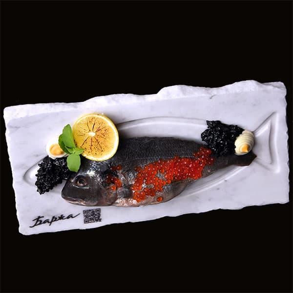 Тарілка з мармуру для подачі риби